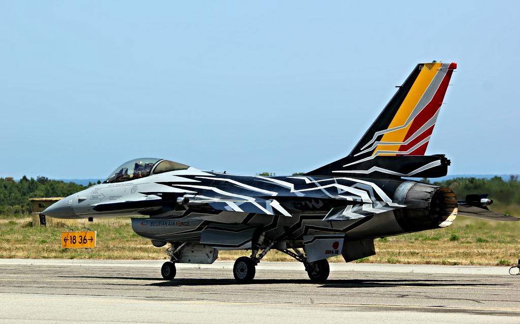 Belgian Air Force F16 solo display 19079364155_e0ffd34af4_b