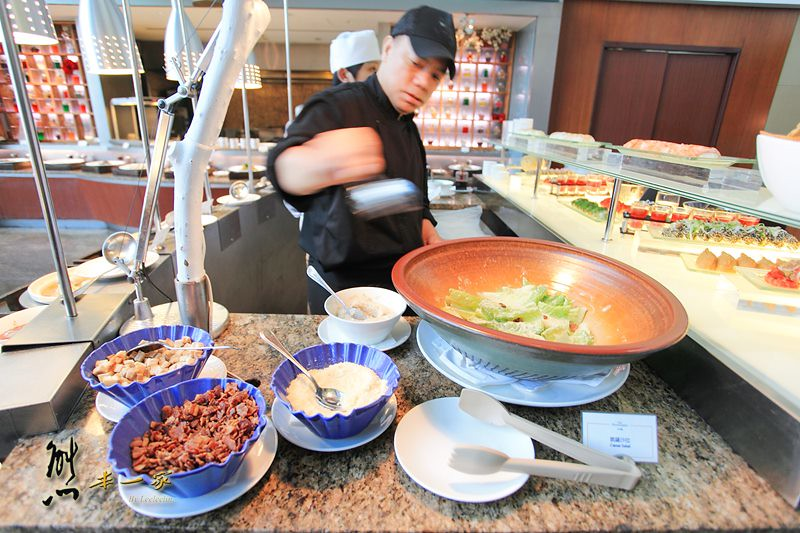 新竹市日本料理火鍋類美食吃到飽|八方燴西餐廳|星際大戰風暴兵cosplay
