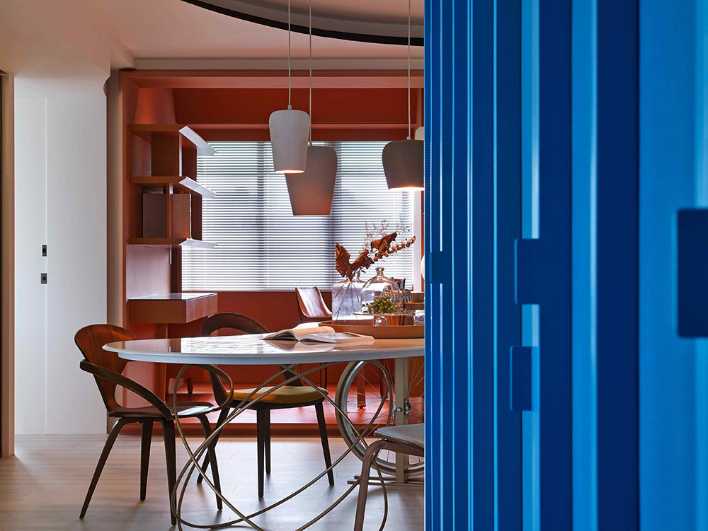 A colorful apartment by Waterfrom Design Sundeno_13