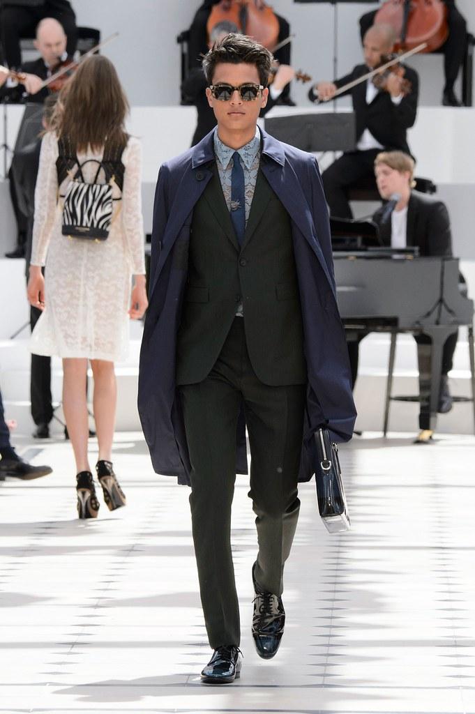 SS16 London Burberry Prorsum006_Victor Hansen(fashionising.com)