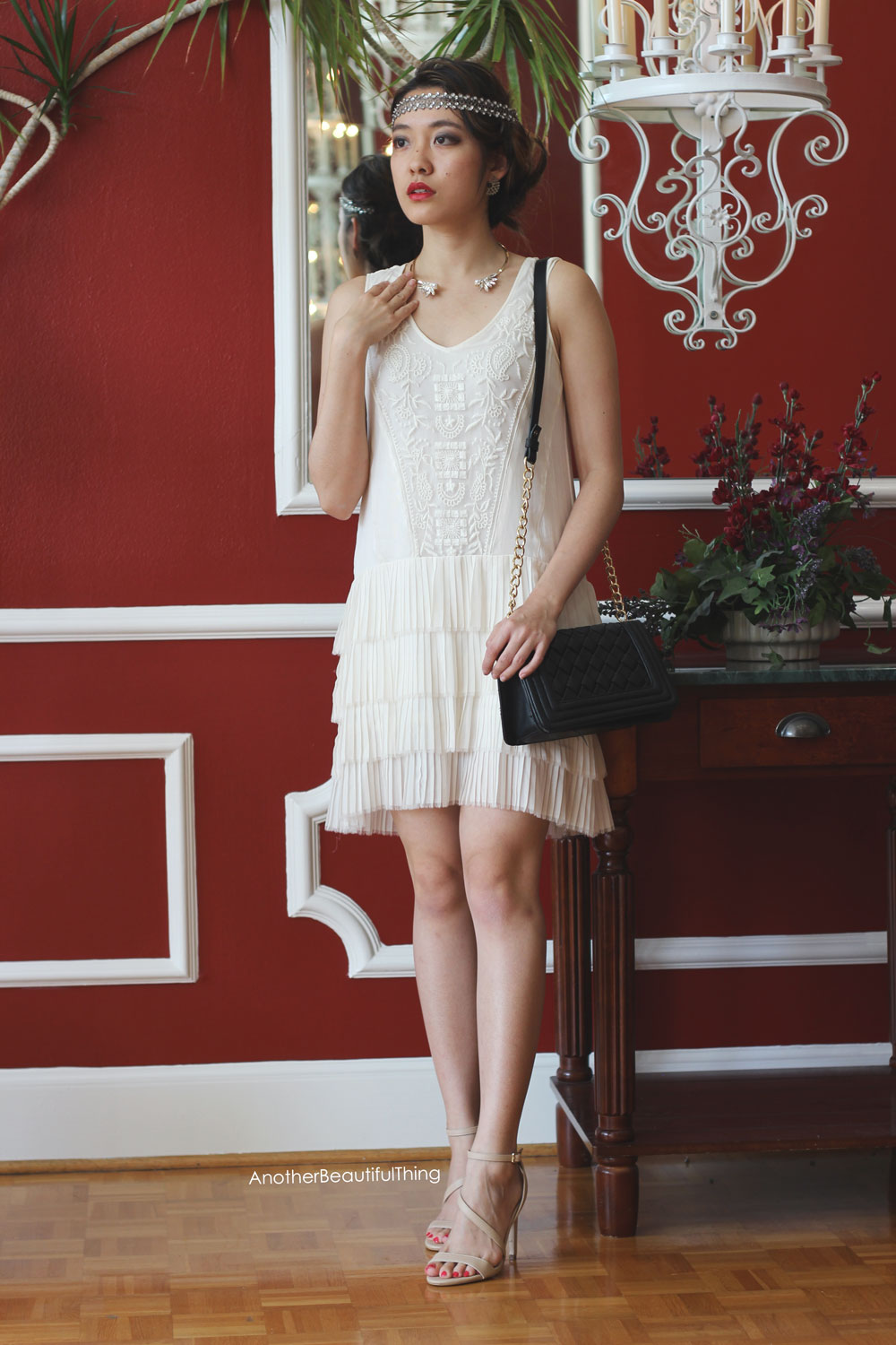 How to dress like a flapper for a 1920's Gatsby party