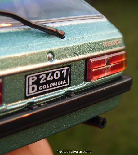 Ixo 1:43 Mazda 323