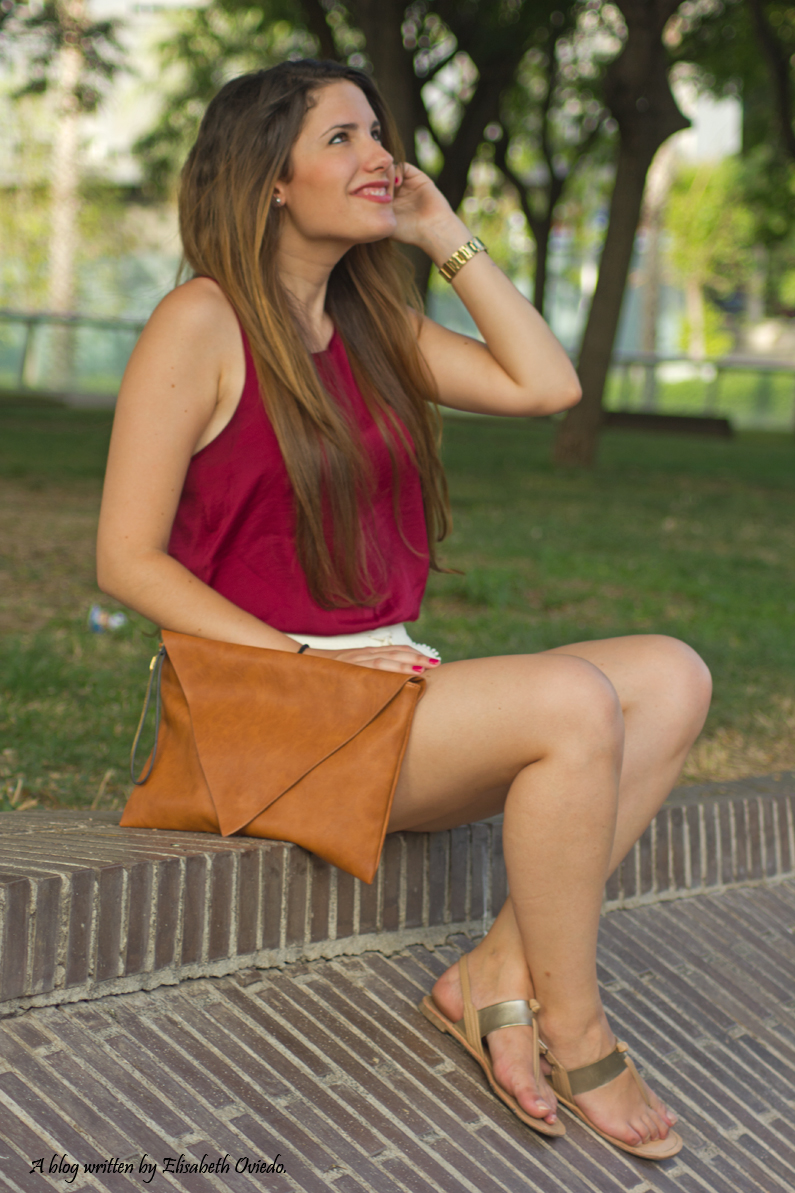 shorts blancos camiseta burgundy clutch pull and bear stradivarius HEELSANDROSES (7)