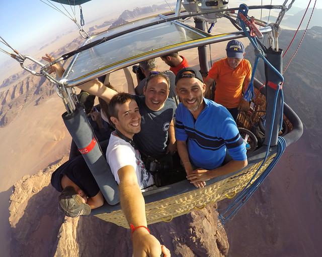 Sobrevolando en globo el desierto de Jordania de Wadi Rum