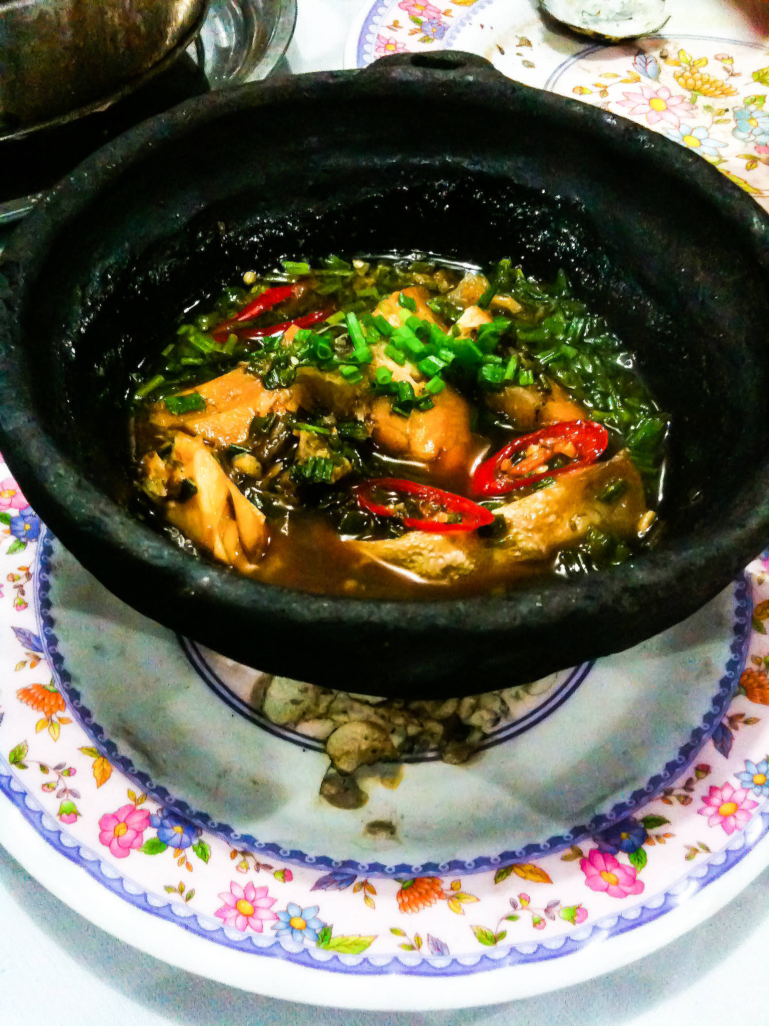 Caramelized catfish in clay pot (Ca kho to)