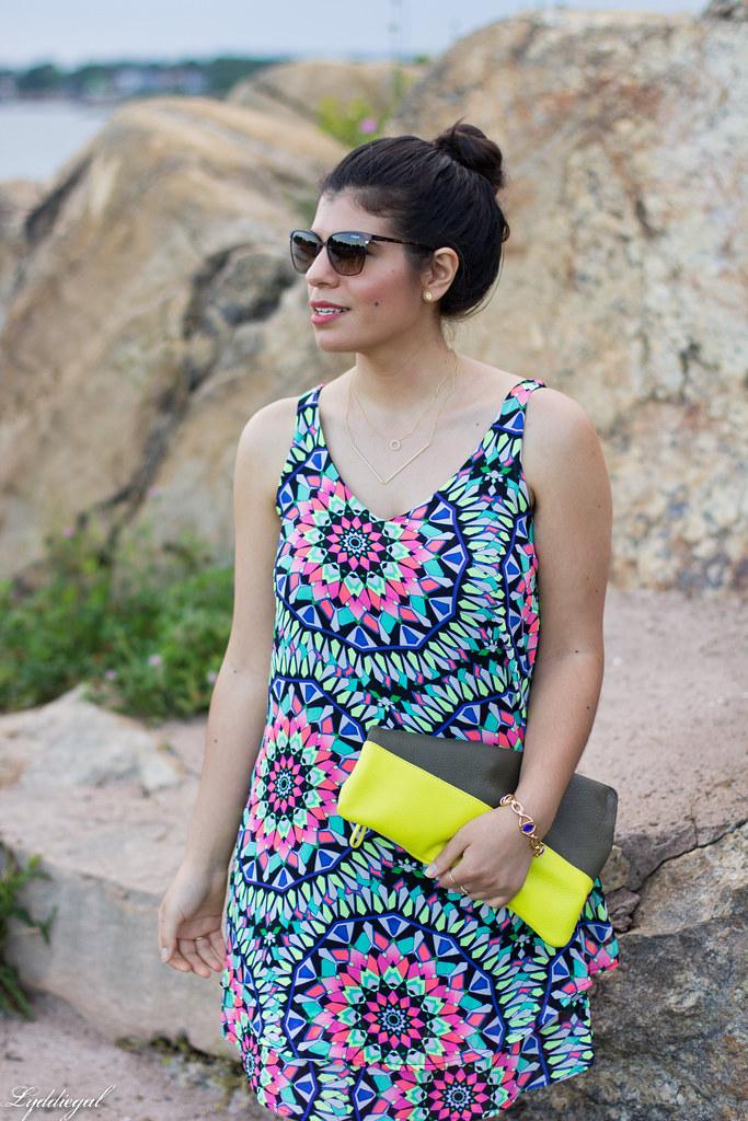 kalediscope print shift dress, color block clutch-10.jpg