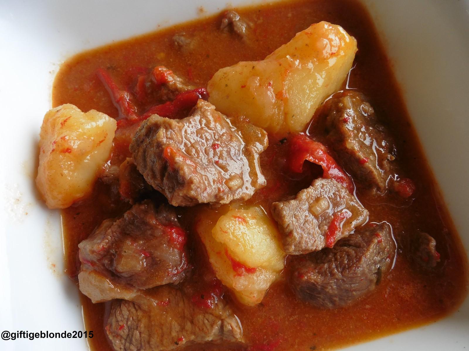 Rindfleischeintopf mit Erdäpfeln und Paprika