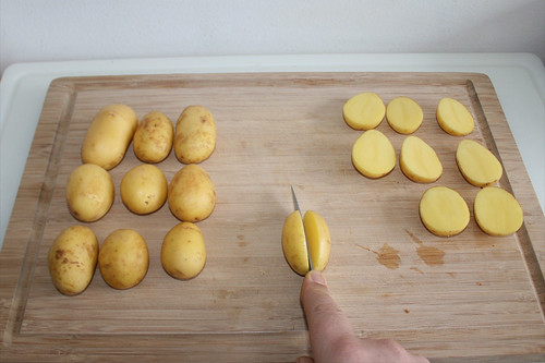 32 - Kartoffeln halbieren / Cut potatoes in halfs