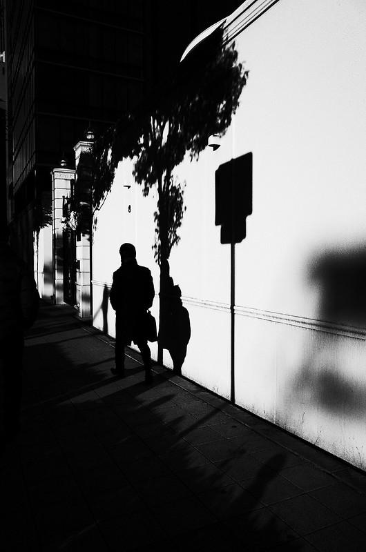 壁際の陰影