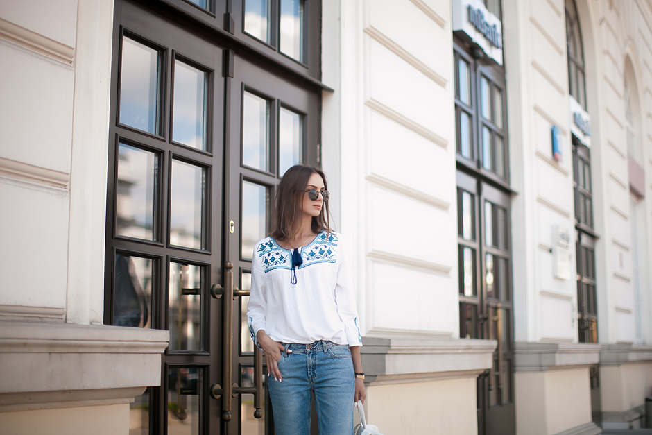 embroidered-tunic-outfit-street-style