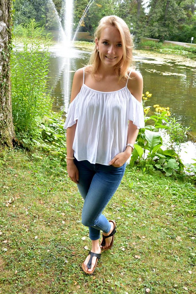Outfit: Off-Shoulder Top & Birkenstock | outfit blogger ...