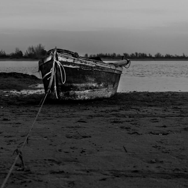 Boat b/n