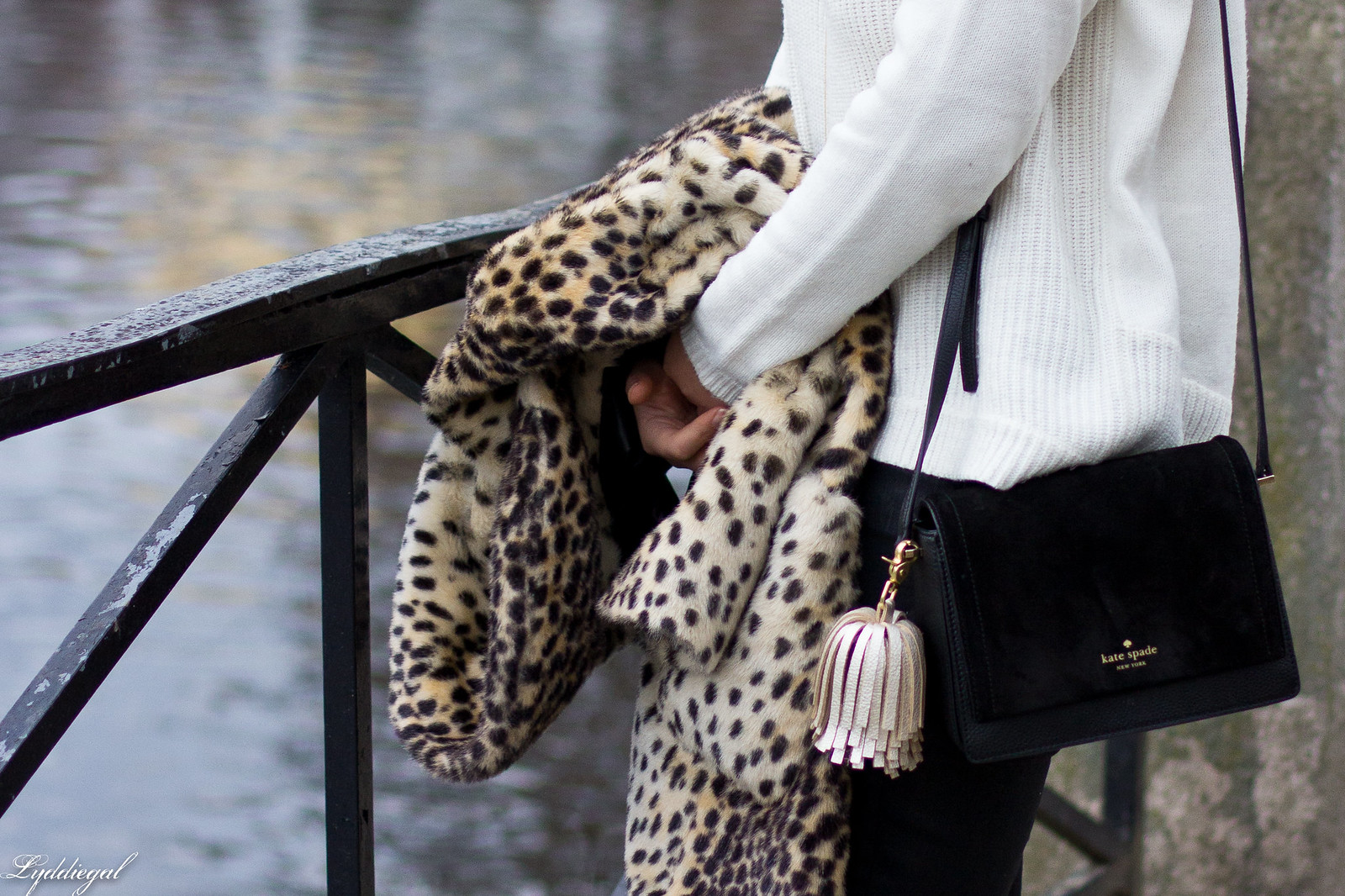 leopard fur coat, black coated jeans, white sweater, red pumps-9.jpg
