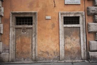 Porte murate a via degli Staderari