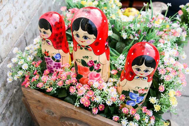 Lovely matryoshka dolls in Saint Petersburg, Russia サンクトペテルブルク、店先のマトリョーシカ