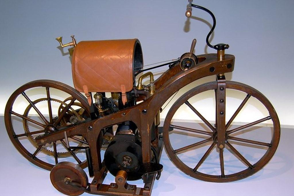 ff3964f44cb A motocicleta foi inventada simultaneamente por um americano e um francês