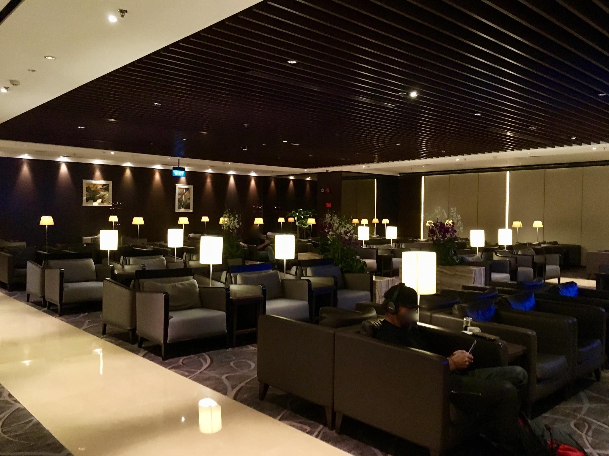 Singapore Changi Airport Terminal 2 SilverKris Business Lounge