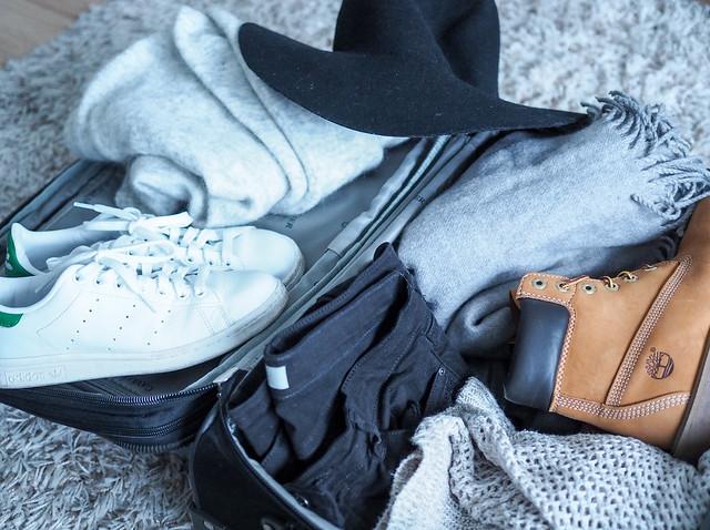 P1141369.jpgPacking Suitcase, P1141361.jpgPackingSuitcase, matkalaukku, suitcase, pakata, packing, Kööpenhamina, Copenhagen, Europe, Eurooppa, matkat, matkat, travel, travels, ideas, tips ,vinkit, pakkaaminen, vaatteet. asusteet, clothes, accessories, inspiration, miten pakata, viikonloppumatka, a weekend trip, talvi, winter, season, january, tammikuu, shoes, kengät,