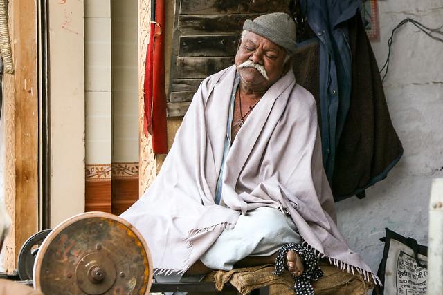 A man napping in his shop, Jaisalmer, India ジャイサルメール お店でうたた寝中の男性