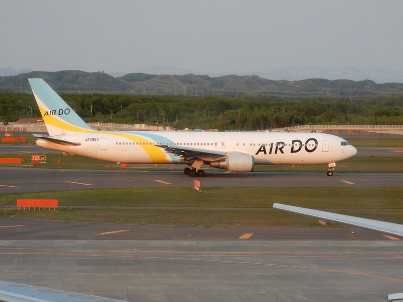 AIR DO B767-300 JA8359 / CTS