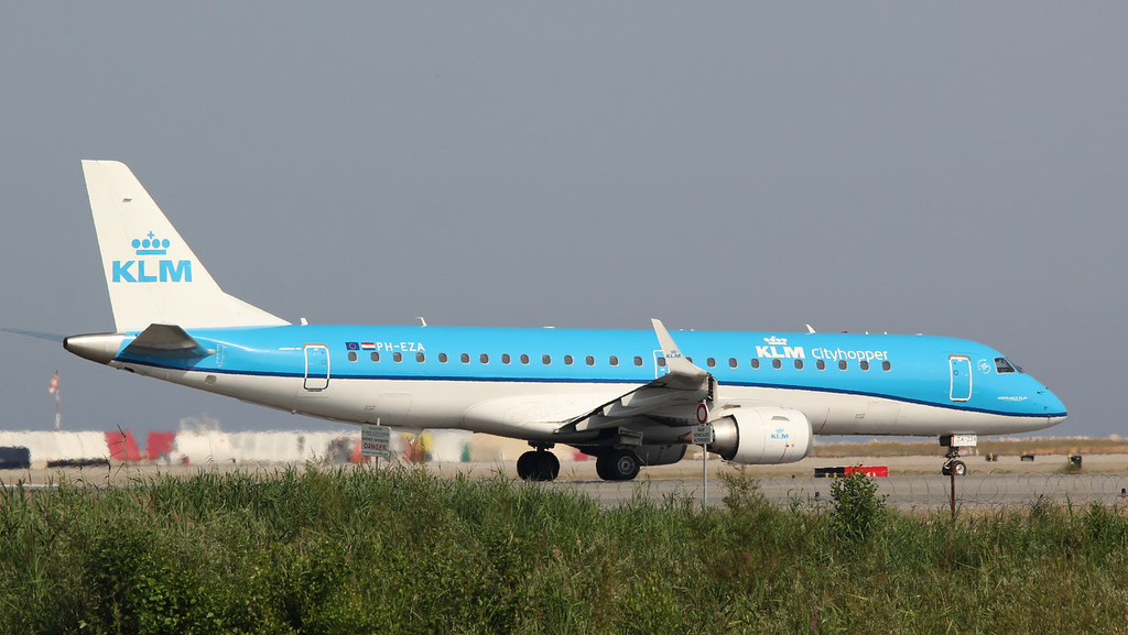 Aéroport Nice Côte d'Azur - LFMN/NCE Juillet 2015   19185680509_fd280e66db_b