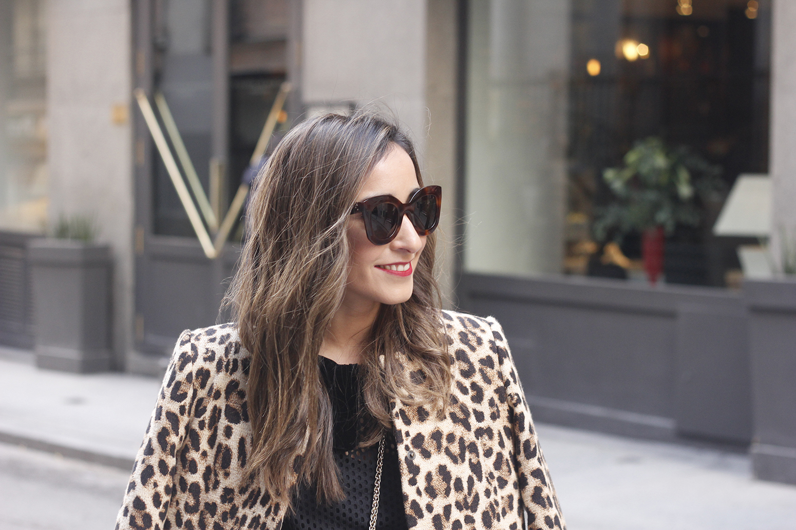 total black outfit leopard coat maje shirt pencil skirt heels uterqüe bag céline sunglasses fashion style07