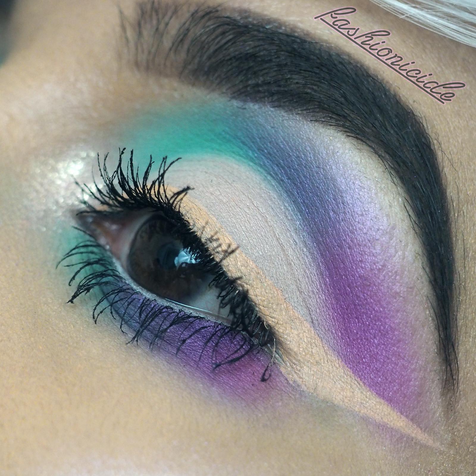 Reverse Eyeliner Close up 4