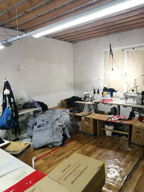 На Одещині СБУ викрила підпільні швейні цехи, в яких примусово працювали нелегали