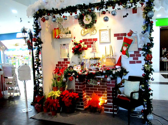 Delta Mall, Christmas House, inside 1