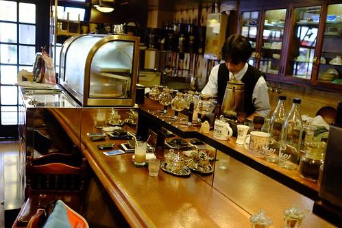 カフェ・カルディ(横浜・綱島の喫茶店):カウンターで働くマスター
