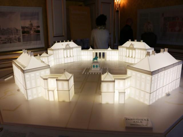 palatul amalienborg 4