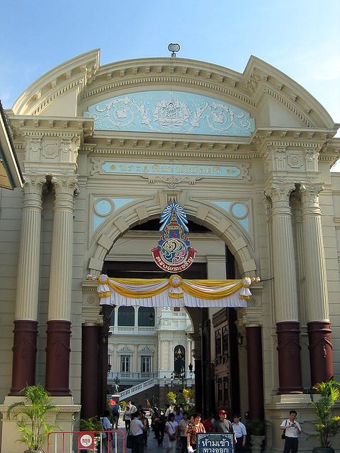 ทางเข้า พระบรมมหาราชวัง ๑  Entrance of the Royal Palace ...