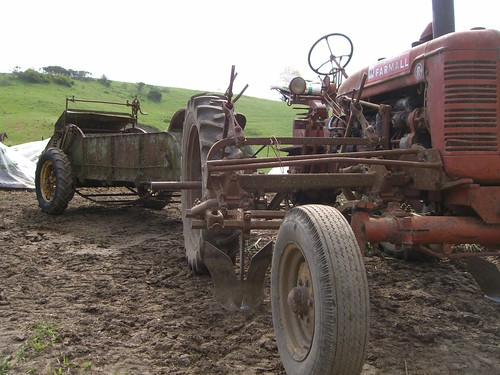 Farmall Manure Spreader : Tractor and manure spreader the carriage behind