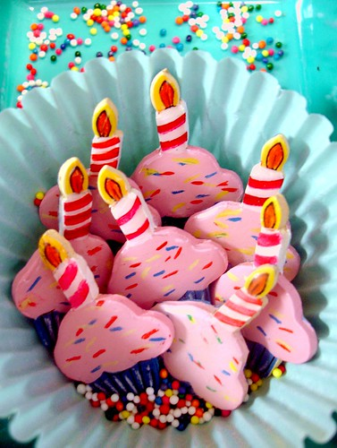 cupcake pins | by Prettyville