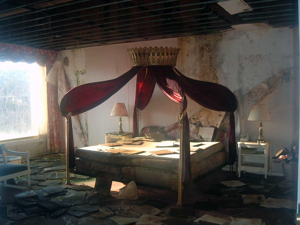 Mount Airy Lodge Bed Abandoned Hotel Resort