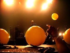 Coldplay Twisted Logic Live 2006 in Singapore Indoor Stadium | by Ju-x