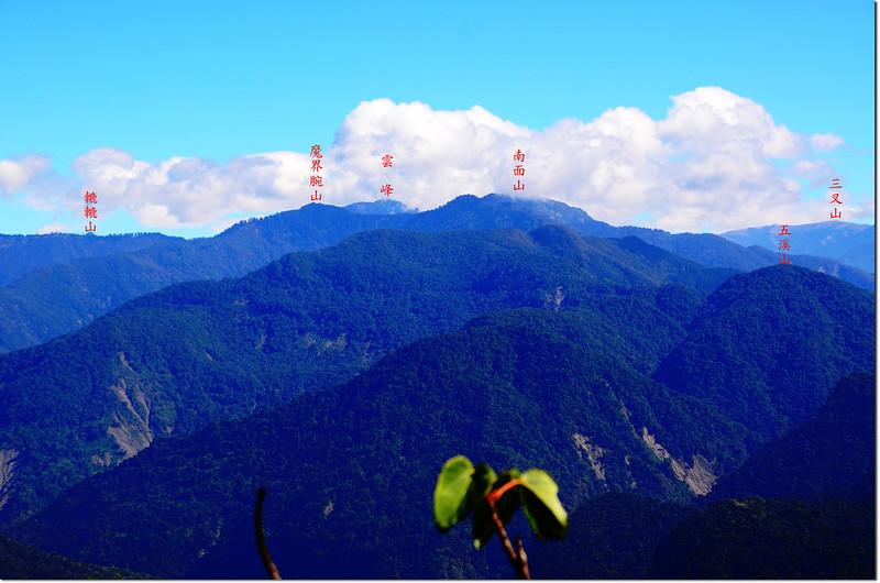 幾阿佐名山山頂東眺群山 2-1