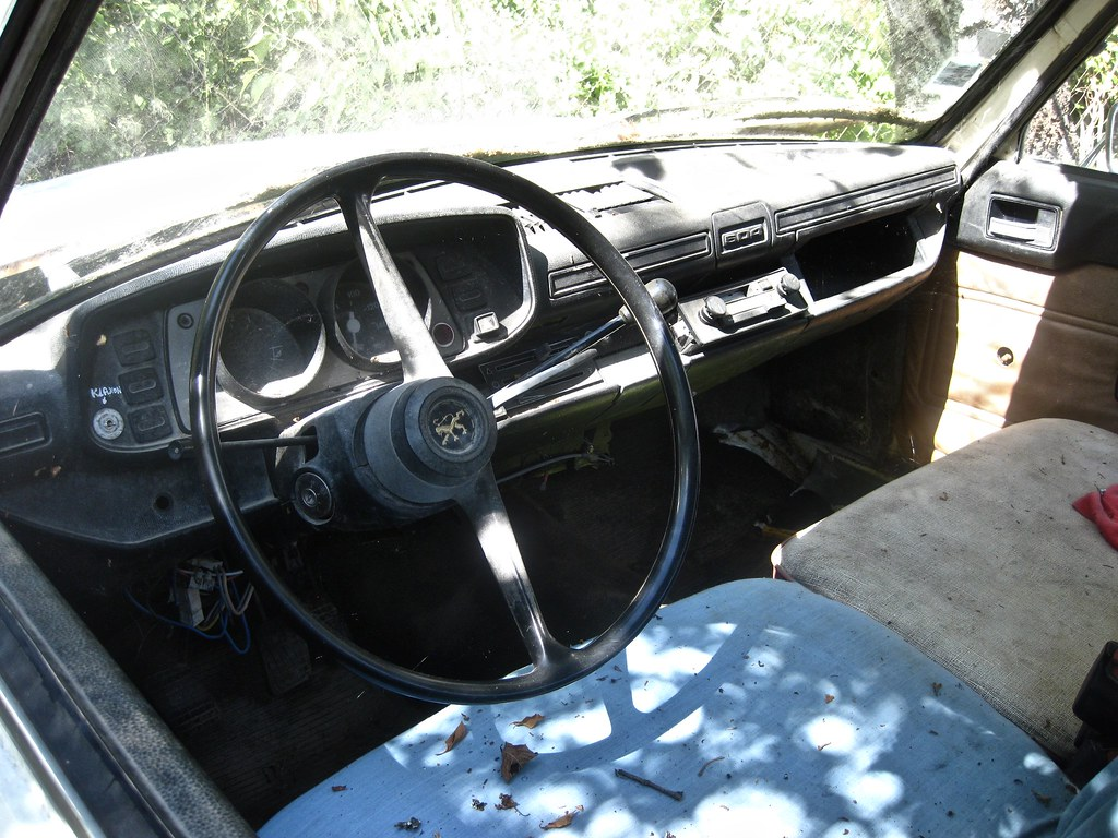 504 Pick Up Interior Seen In A 1983 Peugeot 504d Plateau Flickr