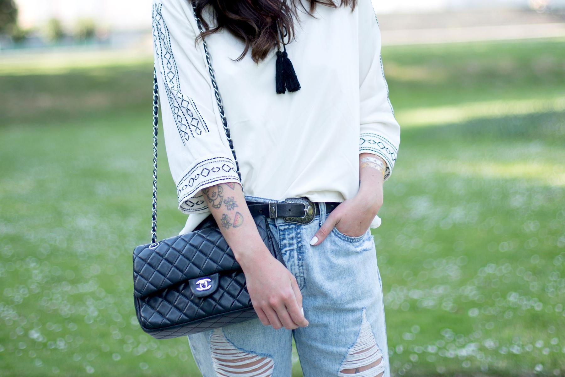 jeans girl ripped denim shopbop styling summer düsseldorf dusseldorf fashion blogger germany cats & dogs ricarda schernus chanel 3