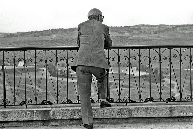 Asomado en el Paseo del Miradero en Toledo en 1981. Fotografía de Eddy Allart © Eddy Allart