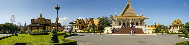 Royal Palace, Phnom Penh //embedr.flickr.com/assets/client-code.js