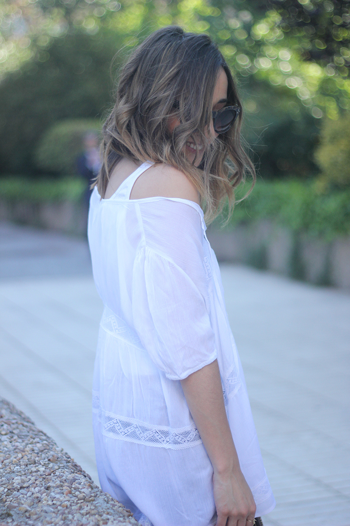 White Blouse Denim Jeans Outfits Summer Wedges Sheinside 05