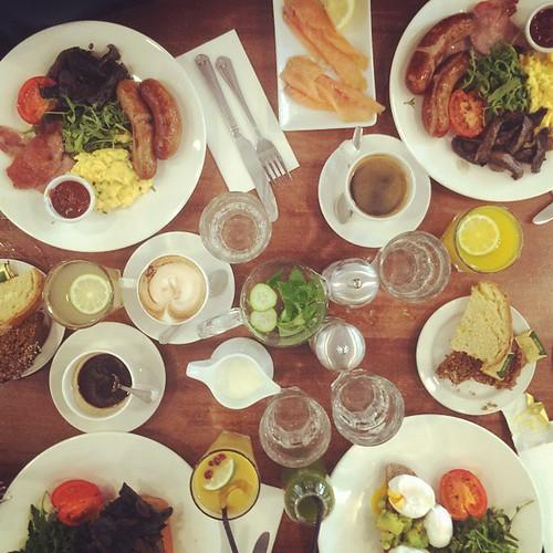 Wie zet me zo een ontbijtje klaar? #latergram #dublin #avoca #beestiglekker