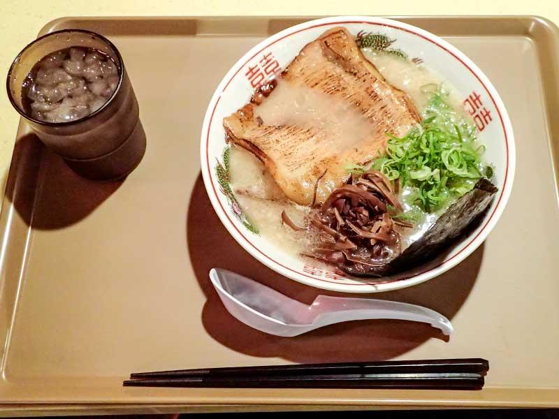 博多濃厚豚骨豚トロ肉盛りラーメン