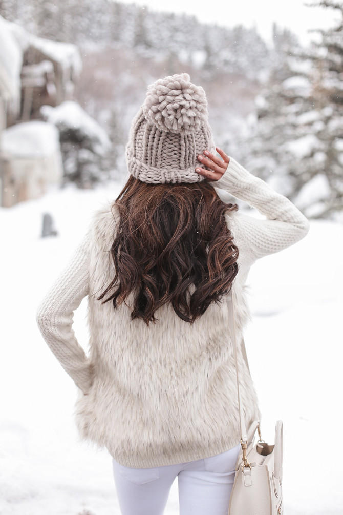 cute winter outfit what to pack for ski lodge weekend trip