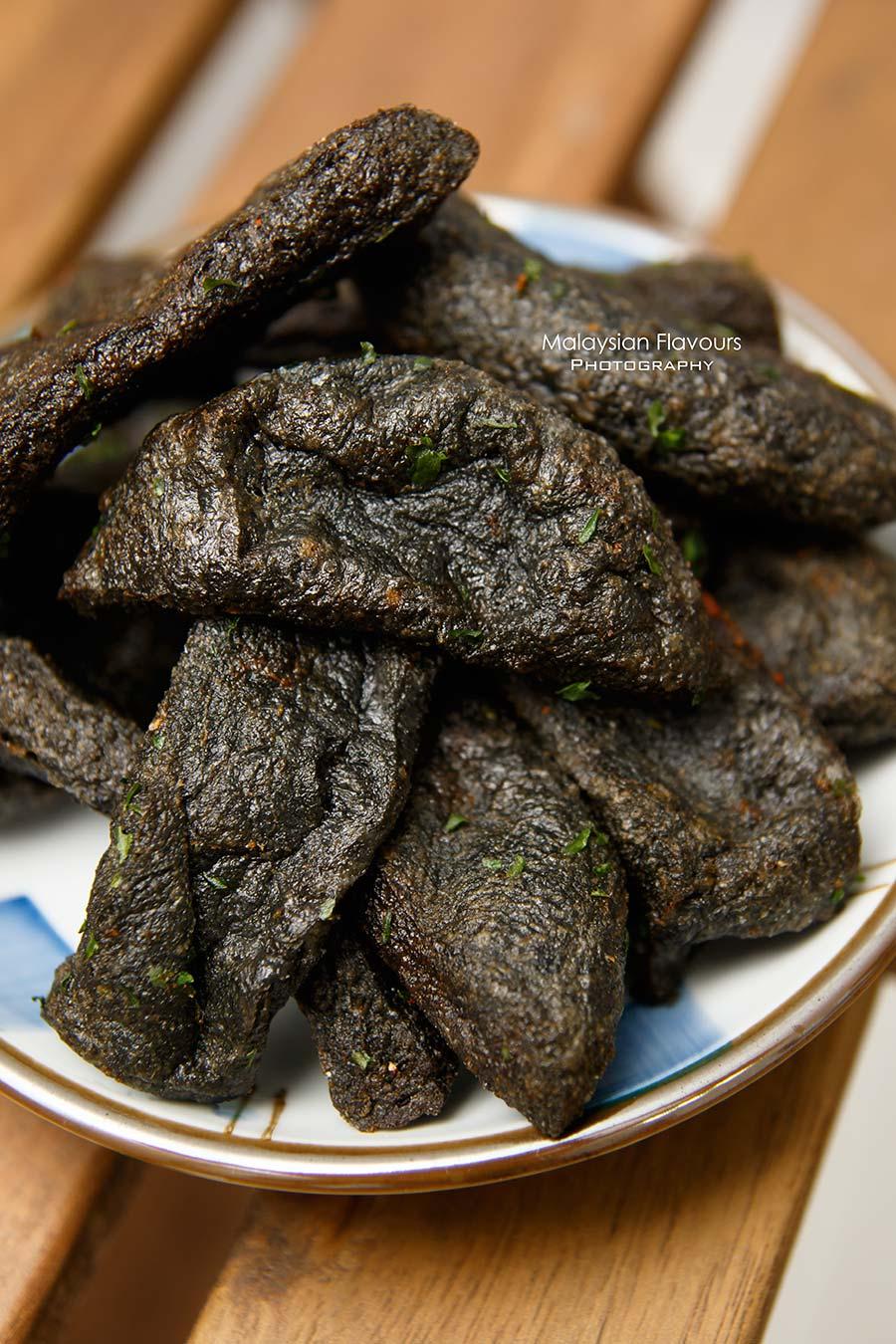 shihlin-taiwan-street-snack-squid-ink-tempura