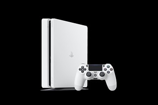 PS4_2000_White_01 | by PlayStation Europe