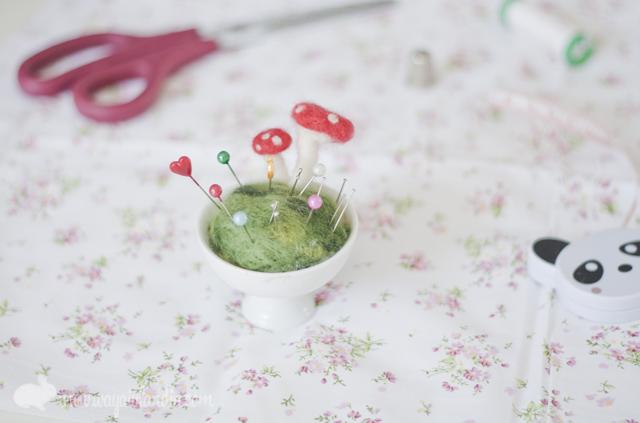 Alfiletero mágico con setas/Magic mushroom pincushion