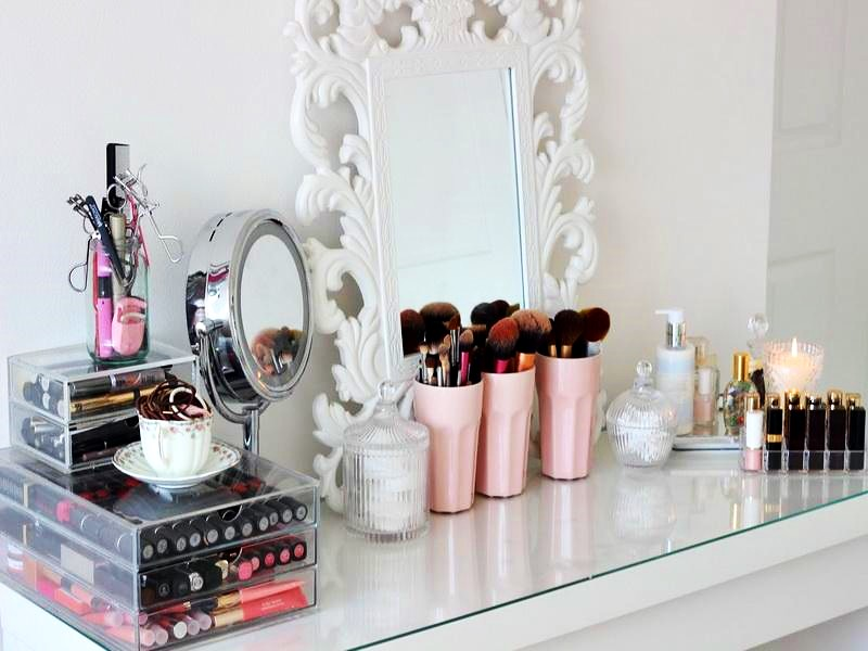 Dressing-Table-Ikea-and-Makeup-Room
