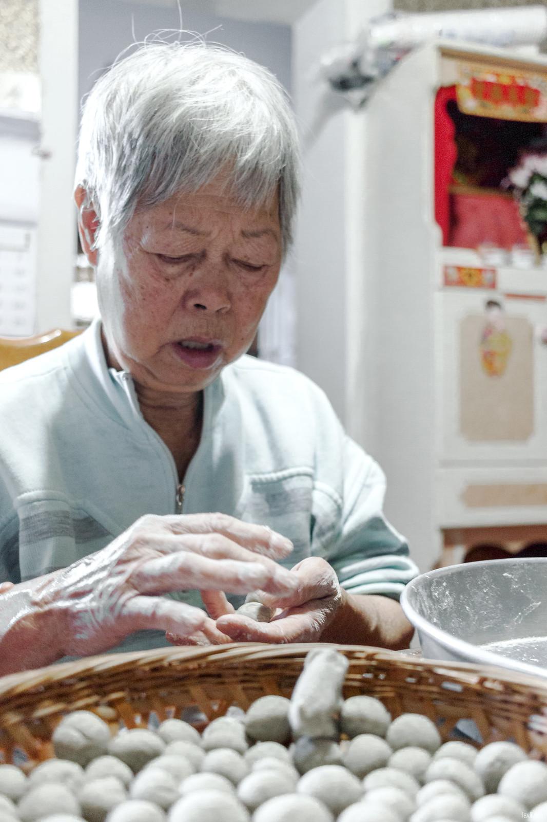 lavlilacs | Taishan Eats 台山美食 | Skunk Vine Rice Cake Balls - Foo Keen Haang Yuan - 烏芹藤圓 | Grandma's homestyle foods